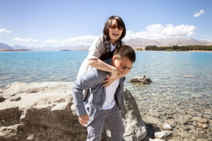 lake-tekapo-wedding-carry